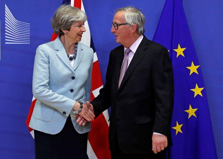 Theresa May en Jean-Claude Juncker. Beeld REUTERS