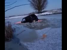 """""""Qui fait le malin... tombe dans le bain"""", un chauffeur traverse une rivière gelée avec son véhicule"""