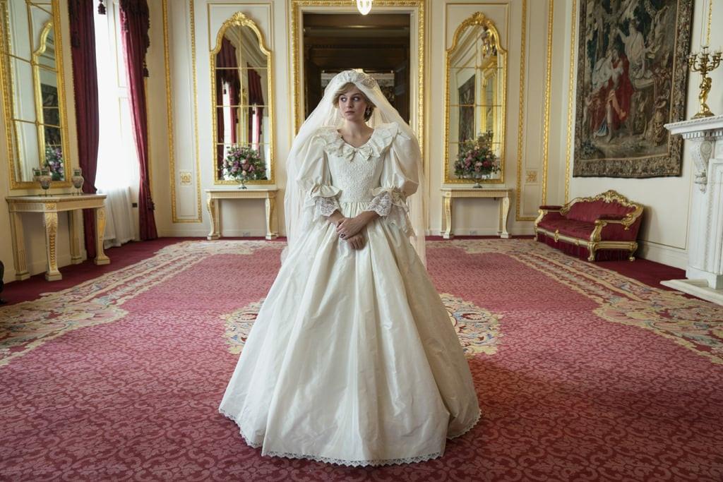 La princesse Diana dans la série Netflix, avec la réplique de la robe.