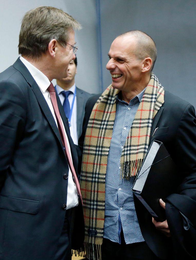 Minister van Financiën Van Overtveldt met zijn Griekse collega Yanis Varoufakis. Beeld REUTERS