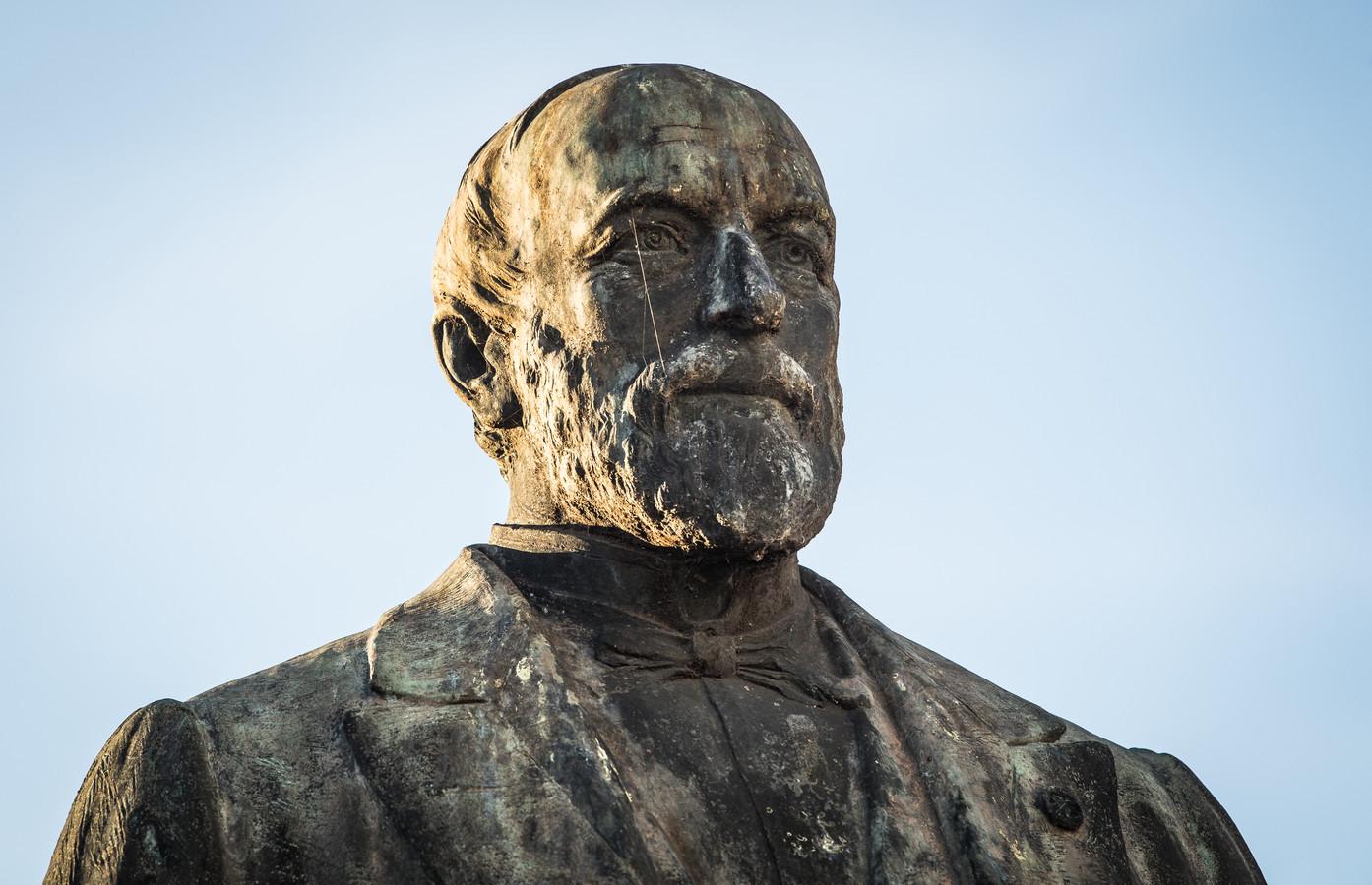 Standbeeld van Maurice August Lippens in Moerbeke.