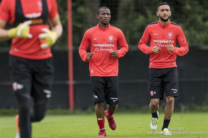 Training FC Twente Kamohelo Mokotjo en Hakim Ziyech