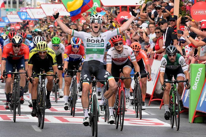 Sam Bennett wint namens Bora-hansgrohe een etappe in de Vuelta 2019.