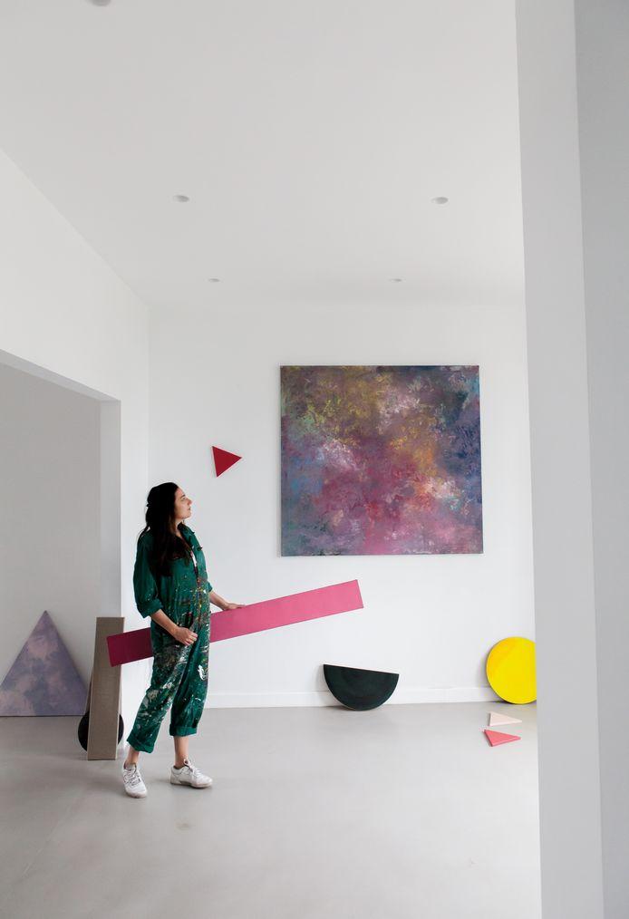 Liesbeth heeft hier haar eigen atelier en kan zo wonen en werken perfect combineren.