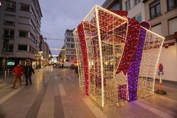 In de Blankenbergse straten staan onder andere verlichte kerstcadeaus.