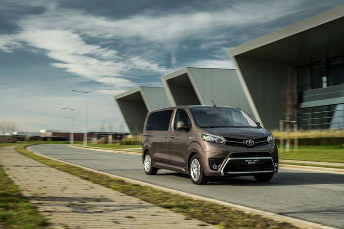 De Toyota Proace Electric, in dit geval in 'Verso' personenwagen-uitvoering