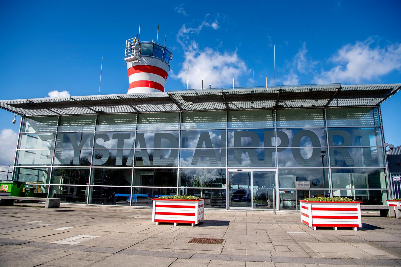 Het luchthavengebouw van Lelystad Airport.