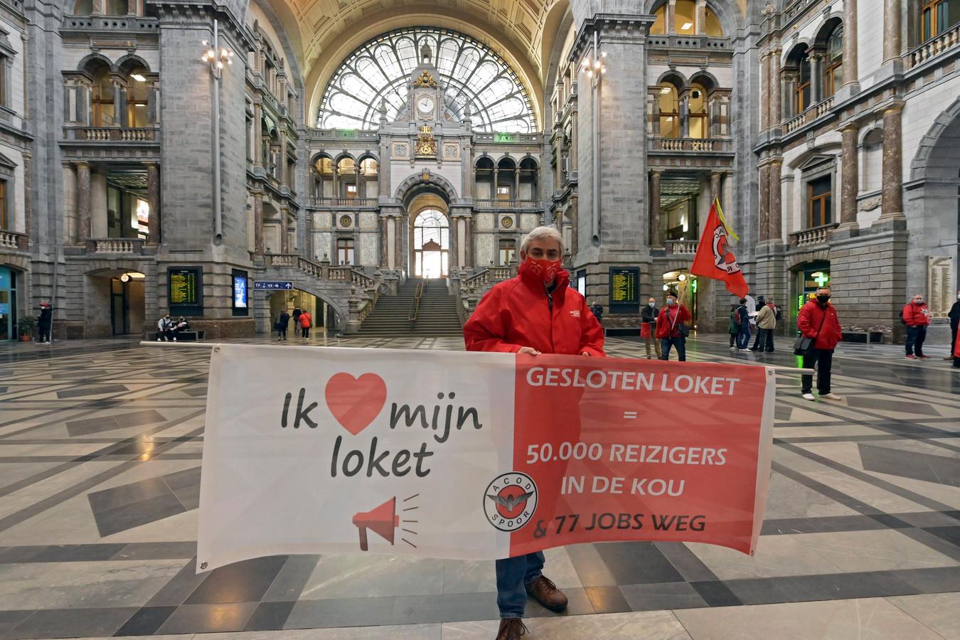 Socialistische vakbond ACOD roept loketbediende op het werk neer te leggen om te protesteren tegen de sluiting van 44 loketten.