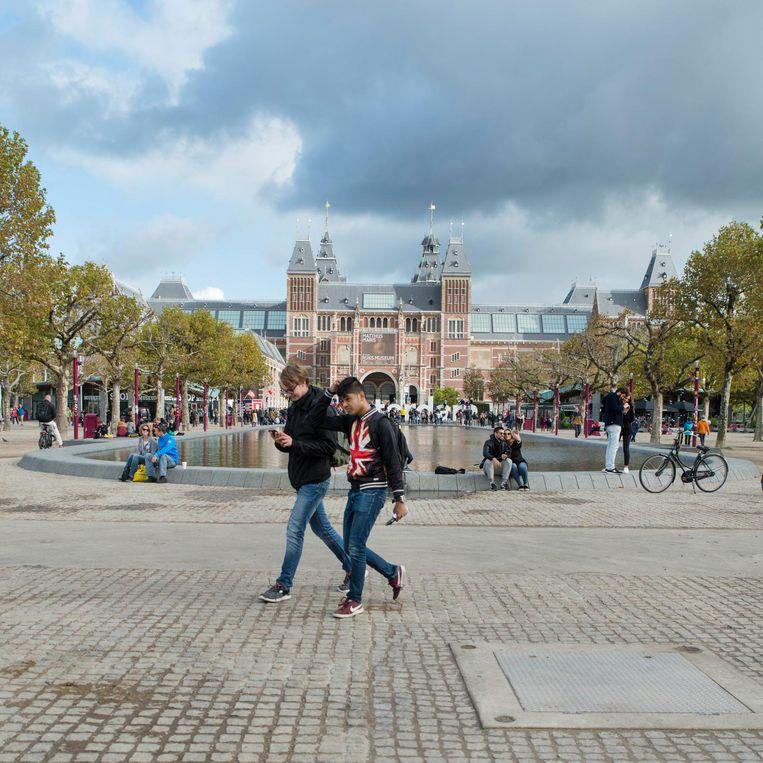 Boris Dittrich: 'Nu is het Museumplein prachtig weids en groen.' Beeld Charlotte Odijk