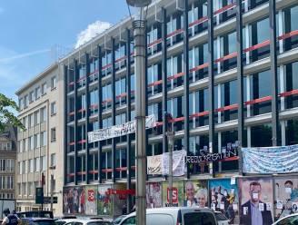Actievoerders palmen PS-hoofdkwartier in om regularisatie sans-papiers op te eisen