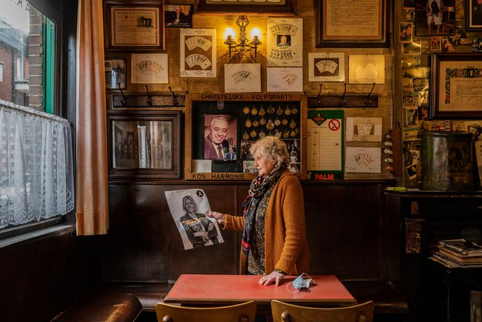 Lea Vinck in Gudul's café.