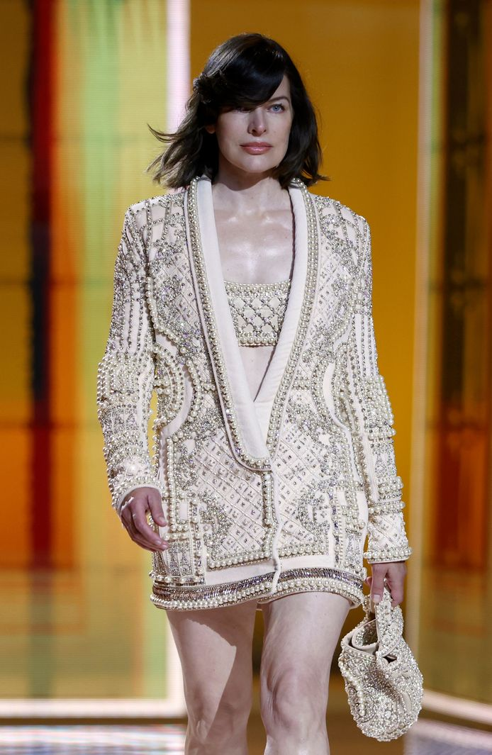 Milla Jovovich défile pour Olivier Rousteing