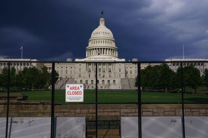 Het Capitool in Washington begin deze maand. De hekken die na de bestorming in januari zijn geplaatst, staan er nog steeds.