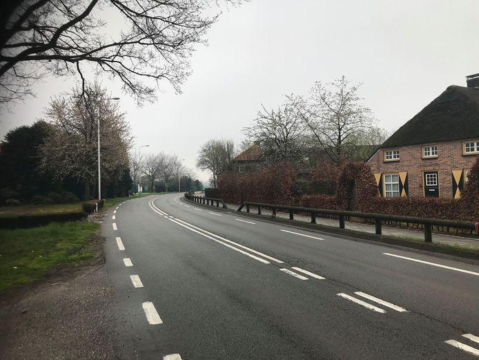 Deze bocht in de N605 tussen Boekel en Gemert wordt voorlopig niet aangepakt. De kosten zijn te hoog in vergelijking tot de noodzaak, aldus de provincie.