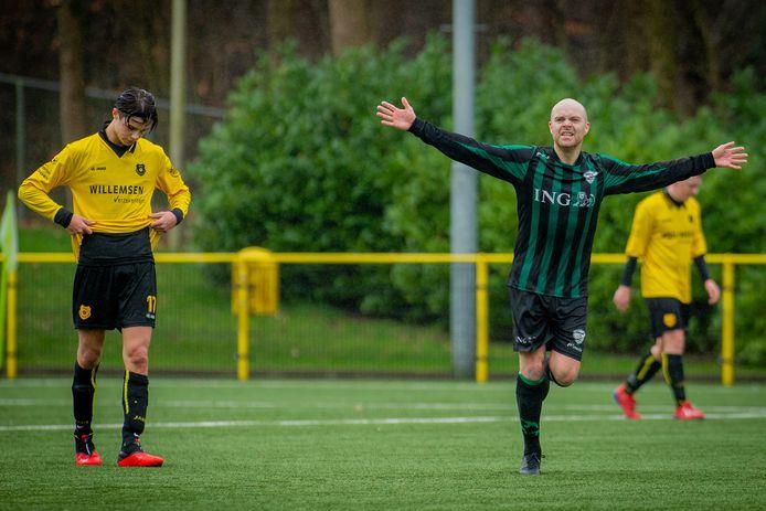 Trekvogels juicht na een doelpunt tegen Brakkenstein. De koppositie van de Nijmeegse ploeg is door het besluit van de KNVB niets meer waard.