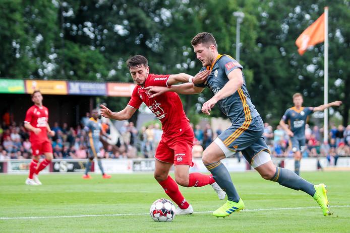 De Spanjaard Julio Pleguezuelo moet zijn draai nog vinden in het elftal van FC Twente.