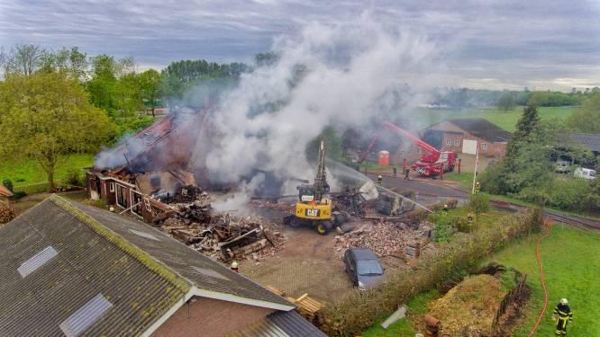 Woonboerderij brandt af in Heukelom, schoonzoon is dj-spullen kwijt: 'Het is zo onwerkelijk'