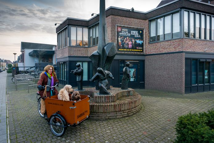 Theater de Speeldoos in Vught is een ontwerp van Theo Mickers. Het gebouw gaat na 43 jaar tegen de vlakte.