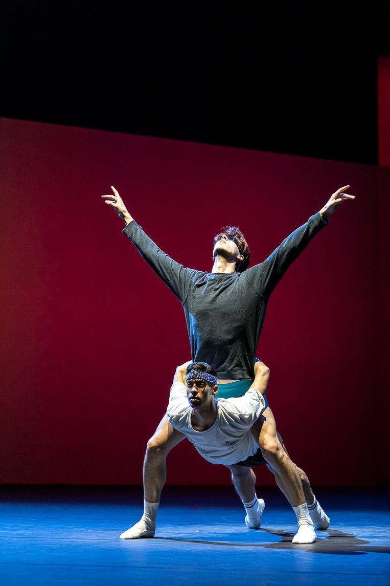 Dansers van Het Nationale Ballet tijdens repetities van Lucifer Studies in Amsterdam. Beeld Natascha Libbert