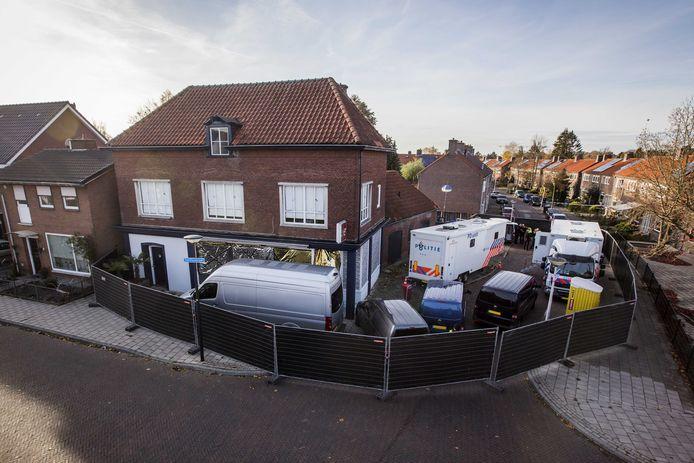 Onderzoek op de plaats delict aan de Van Leeuwenhoekstraat in Enschede