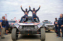 Stéphane Peterhansel met zijn navigator. De Fransman heeft voor de veertiende keer de Dakar Rally gewonnen.