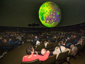IN BEELD. Nieuw album Coldplay voorgesteld in Planetarium in Brussel
