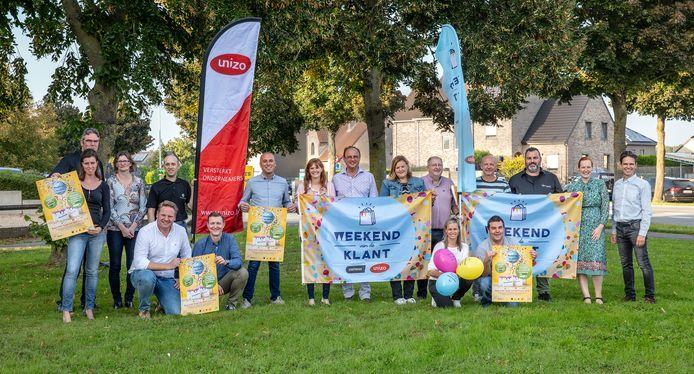 De Raad voor Lokale Economie, het gemeentebestuur en UNIZO Denderleeuw slaan de handen in elkaar voor een lokale actie voor het 'Weekend van de Klant' in Denderleeuw.