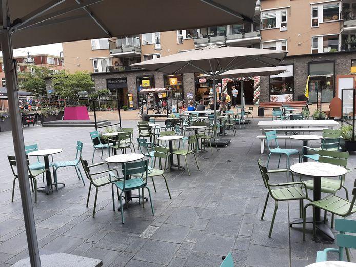 Een derde terras op het Henri Dunantplein, dat zich steeds meer ontwikkelt tot het horecaplein van Nijverdal.