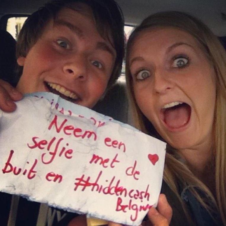 De selfie van Nicolas en Paulien, die elk 15 euro rijker werden dankzij Hidden Cash Belgium.