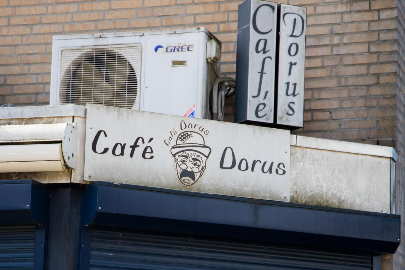 Café Dorus sluit de deuren op last van burgemeester Bruls.