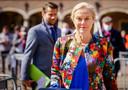 Sigrid Kaag van D66 komt aan op het Binnenhof waar ze in de Tweede Kamer wordt ontvangen door informateur Herman Tjeenk Willink (PvdA).