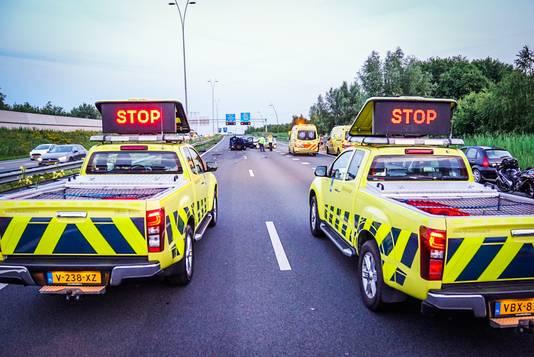 Meerdere auto's botsen op A50 bij Son en Breugel.