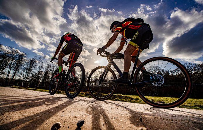 De Ronde van de Achterhoek voert dit jaar over twintig gravelstroken in het Gelderse buitengebied.