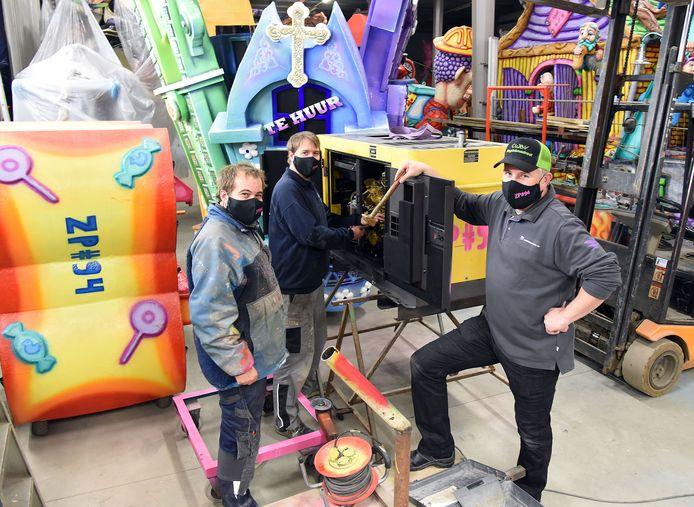De wagenbouwers van De Zuipcilinders:  Lesly en Nicky Jansen en Mischa Ouweneel.