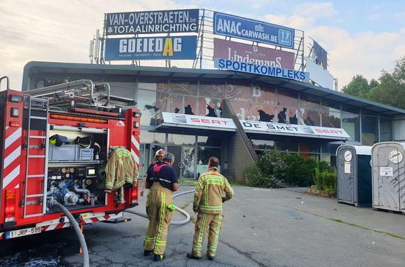 Sporthal Molenbos staat al jaren te verkommeren. Vorig weekend werd er ook brand gesticht.
