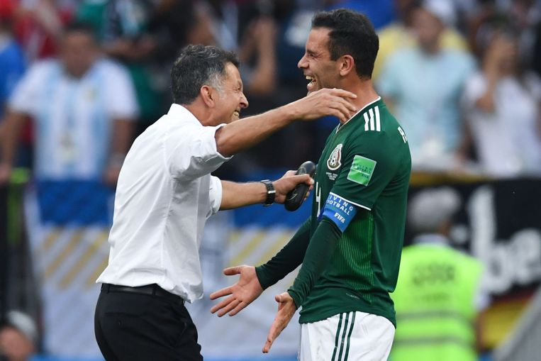 Rafael Marquez met bondscoach Juan Carlos Osorio na de 0-1-zege tegen Duitsland.