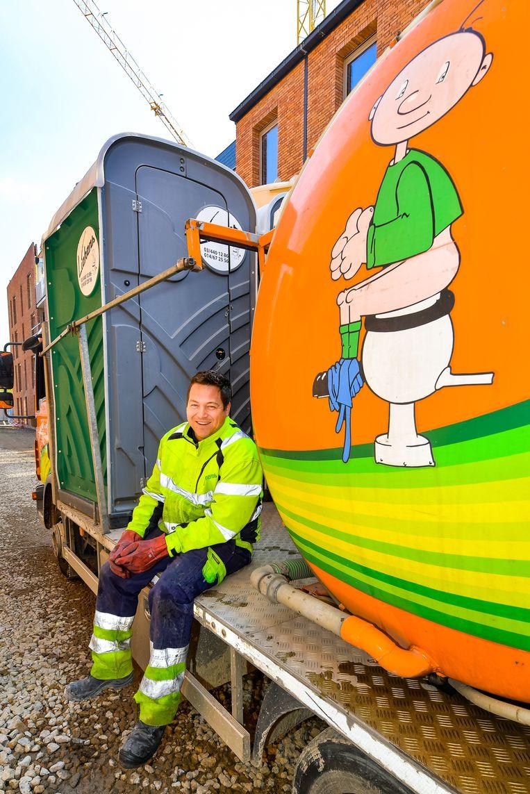 Hans Noyen onderhoudt mobiele toiletten.