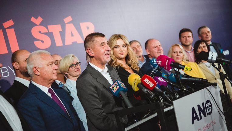 Andrej Babis spreekt zijn aanhang toe na zijn overwinning Beeld Fabian Weiss