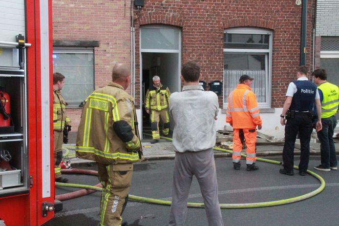 De brandweer had de brand in de Noordstraat snel onder controle.