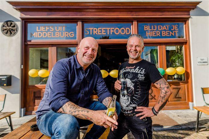 Paskal Jakobsen en Edwin Vinke bij de opening van hun eetcafe Hard & Ziel.