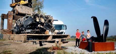Stukken van gecrashte bommenwerper blijven in Best