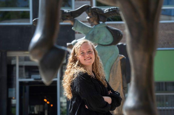 Joëlle Steltenpool zit in VWO-6 van het Mencia de Mendoza Lyceum in Breda. Met haar profielwerkstuk voro Natuur & Gezondheid won ze landelijk de eerste prijs.