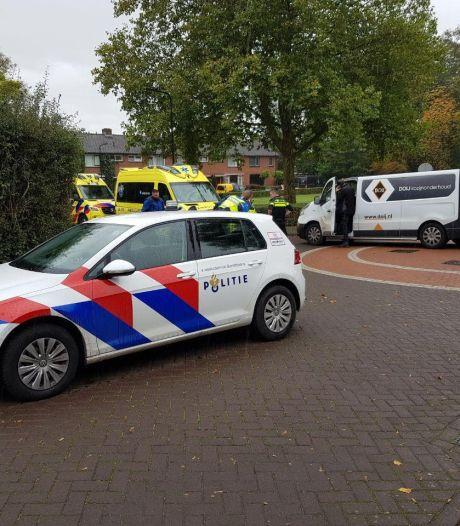Bedrijfsbus schept scooter: twee gewonden in Doetinchem