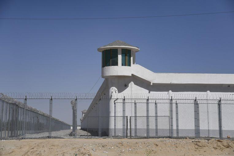 Een gevangenenkamp in de Chinese regio Xinjiang Beeld AFP