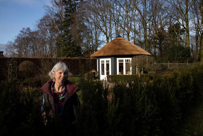Anneke de Geus was oprichtster van het zorgbedrijf van planterij De Pimpernel. Ze draagt het grootste stokje over aan dochter Lobke.