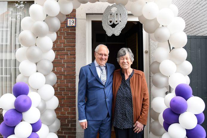 WAALWIJK  Jan Stads / Pix4Profs Diamanten huwelijk voor bruidspaar van der Mast van Liempde