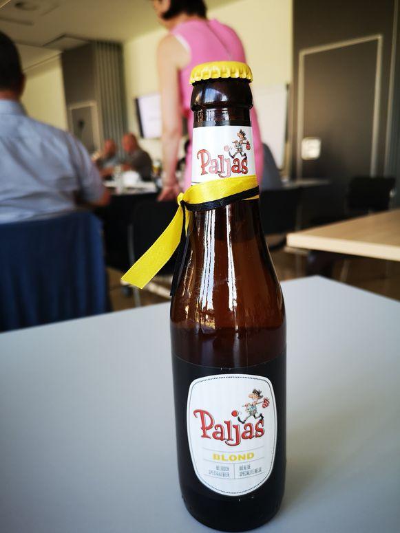 Het Paljas-biertje dat alle politici cadeau kregen.
