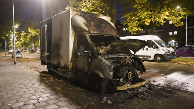 Deventer woonwijk schrikt wakker van vlammende vrachtwagen