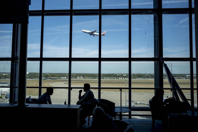 Heathrow heeft tot nu toe maar twee landingsbanen.  Beeld AFP