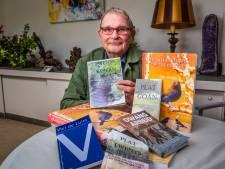 Tony Jochem (82) voltooit trilogie in het Twents:  'Geluk ontwaar ie vaak pas as 't veurbie is'